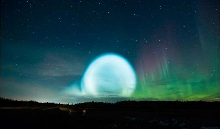 A Mysterious Orb Of Floating Light Was Spotted In Siberia By Hundreds Of Residents